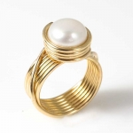 Designerring aus Gold-filled mit Perle