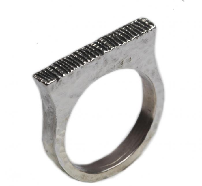 Massiver Ring 925er Silber mit rechteckigem Ringkopf